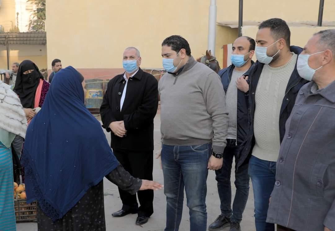 نائب محافظ بني سويف :  بلال حبش يواصل متابعته لانتظام العمل بسوق ترعة البوصة