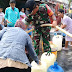 Babinsa Koramil 03/Padang Selatan Dampingi BPBD Kota Padang Distribusikan Air Bersih
