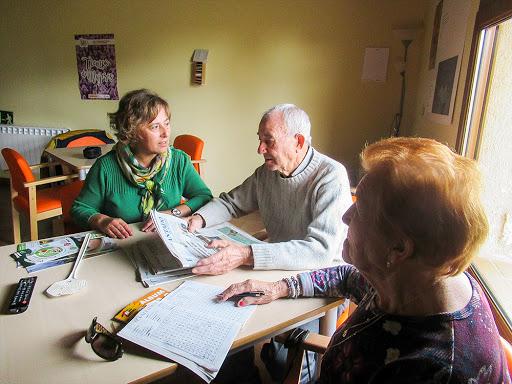 Atendiendo necesidades de los mayores en comedor