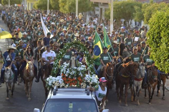 Associação de Vaqueiros de Caririaçu promoveu XIV Cavalgada, no dia da padroeira do Brasil