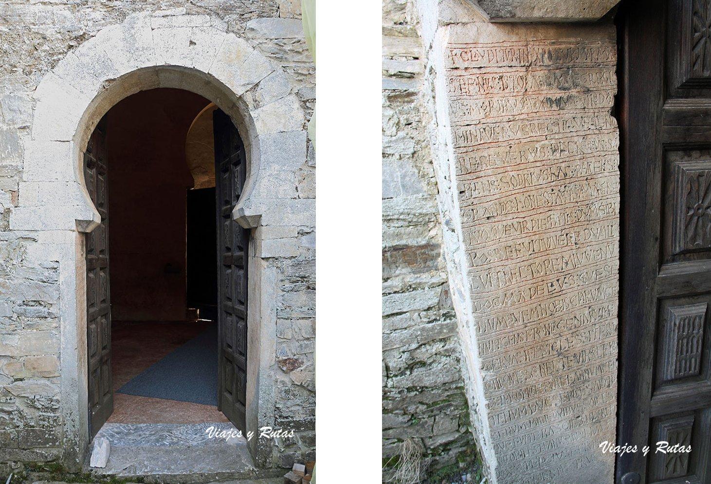 Detalles de la puerta de la Iglesia de Santiago de Peñalba