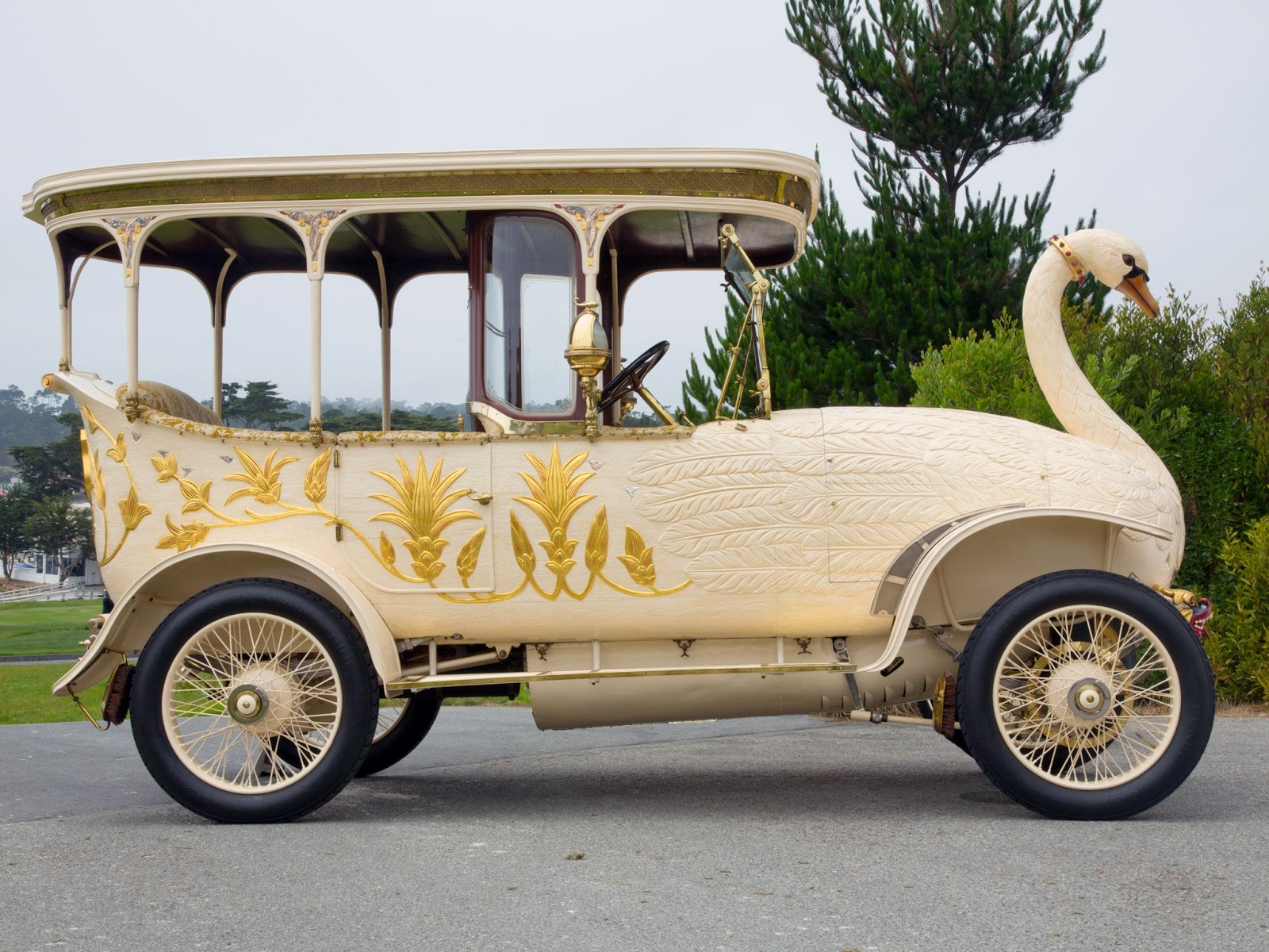 the notable thing about this car is that they cost three times as much as a rolls royce back in 1910 the high price came with its own set of luxury