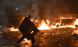 Siapa Pemberi Perintah Menembakkan Gas Air Mata? yang menyebabkan satu orang meninggal dunia karena Kecerobohan Pihak Kepolisian - Commando