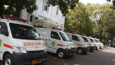 Untuk Percepatan Serbuan Vaksinasi, Pangdam III/Siliwangi Serahkan  6 Unit Mobil Ambulance