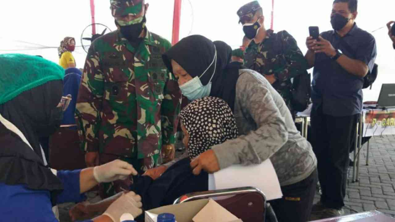 Kodam I/BB Gelar Serbuan Vaksinasi di Kompleks Cemara Asri Medan, Ciptakan Herd Imunnity