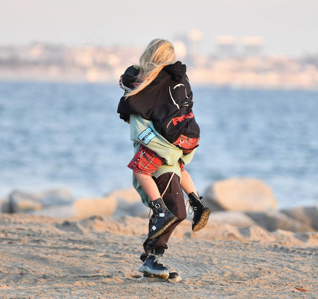 Avril Lavigne – Celebrates Mod Sun's 34th birthday on the beach in Santa Monica