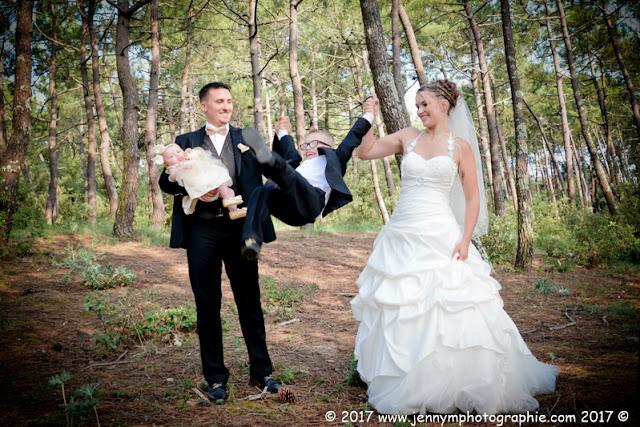 photo mariés et enfants dans la forêt