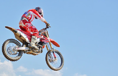 how-to-jump-dirt-bike-for-beginners