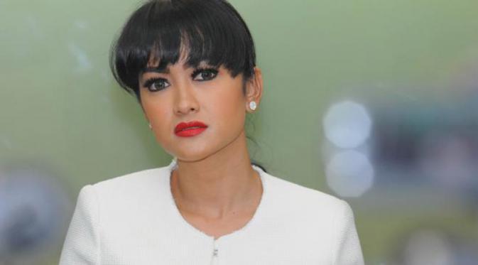 Profil dan Biodata Julia Perez