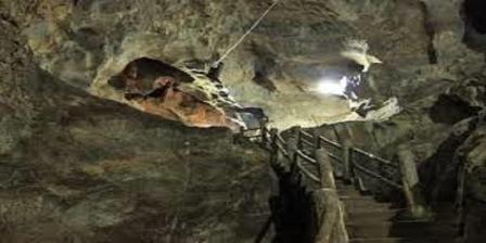 Batu Gong di Ngalau Indah