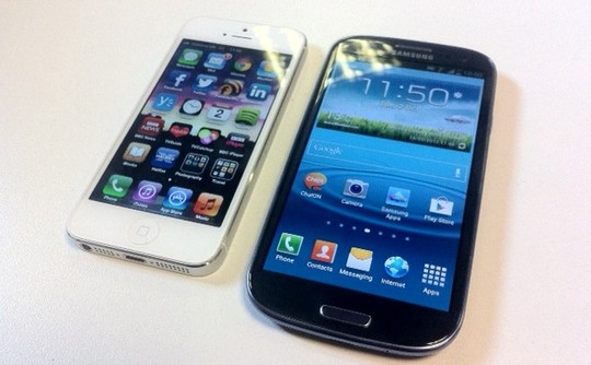 Apple Iphone 5 vs Samsung Galaxy S3 screen comparison