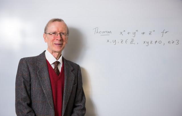 Profesor gana 700,000 dólares por resolver un problema matemático que en 300 años nadie resolvió