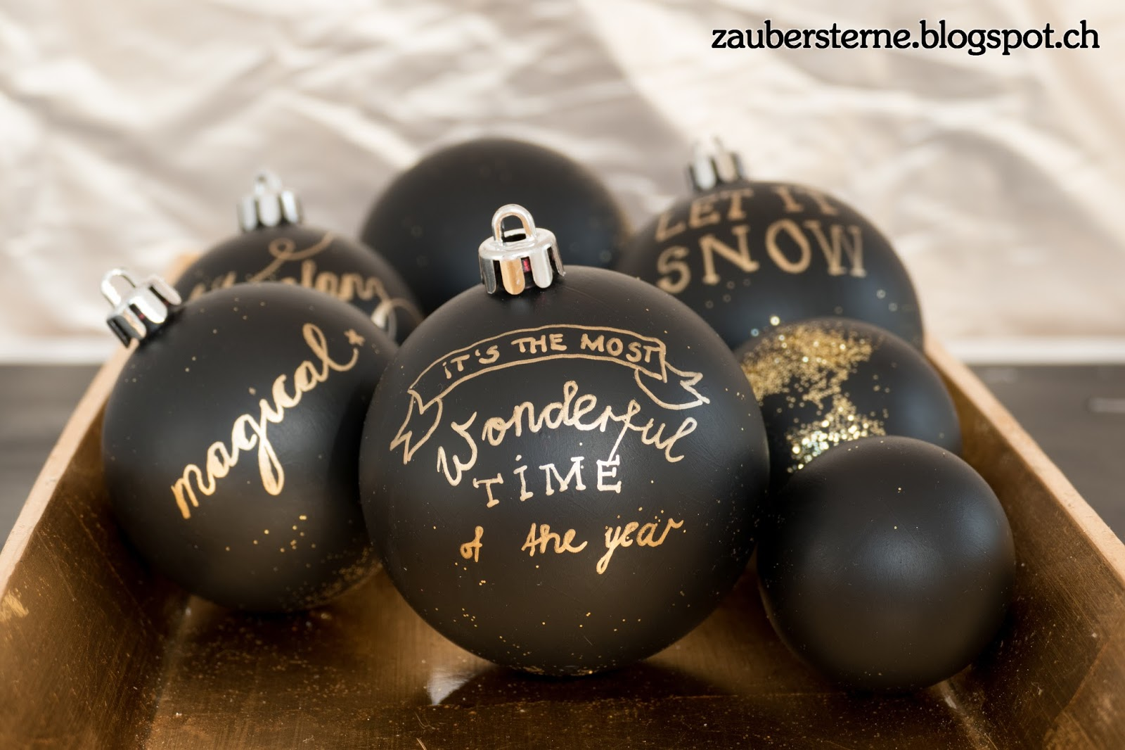 blog schweiz diy weihnachtskugel im chalkboardstyle. Black Bedroom Furniture Sets. Home Design Ideas