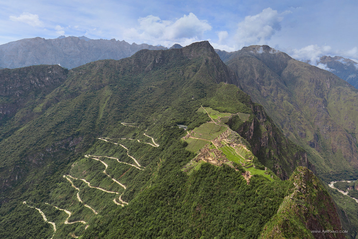 The impressive and gorgeous landscape of Machu Picchu, Peru. - The Seven Wonders Of The World Look Totally Different In These Unique Photos.