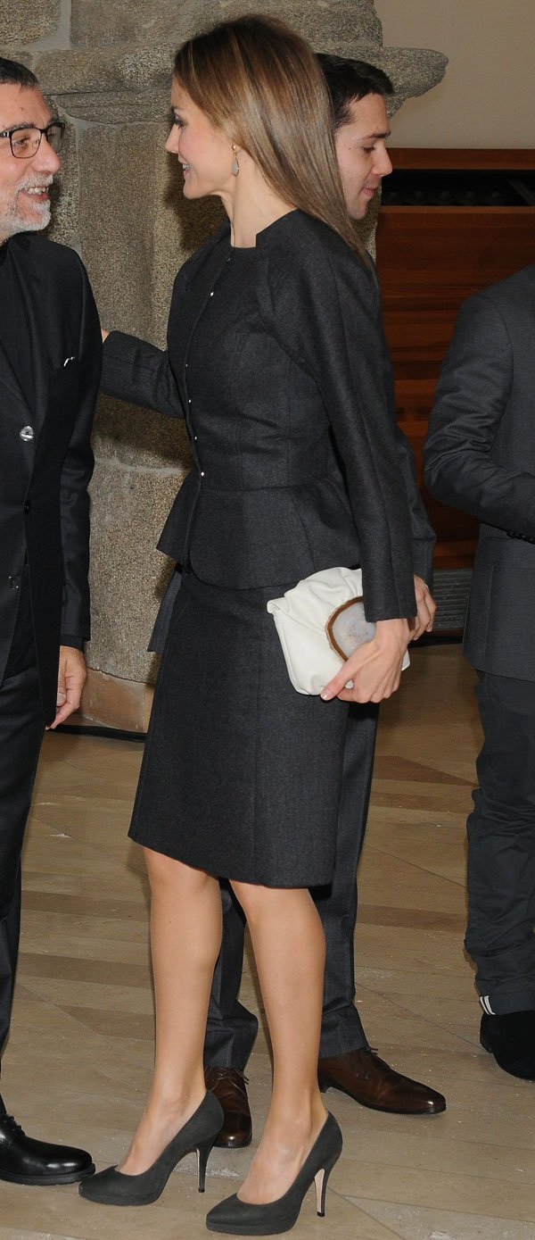 Queen Letizia attends the 2013 Velazquez Plastic Arts ...