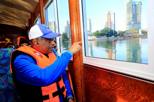 To Ease Traffic,Passenger A/C Boats in Colombo fort union place 3