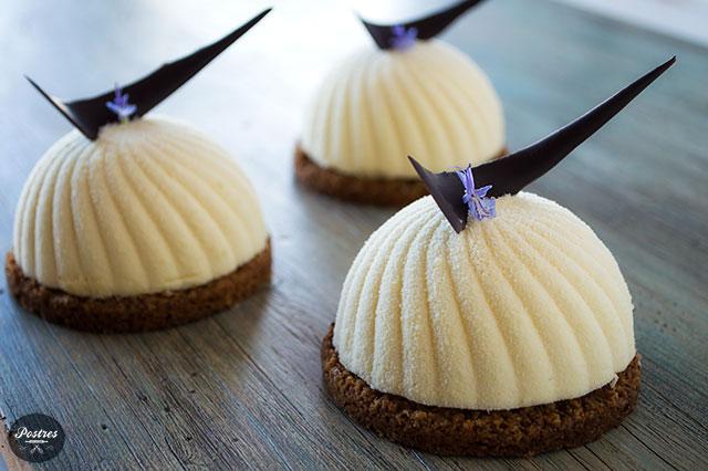 Mousse de Chocolate Blanco y Eucalipto con Crema de Lima, Menta y Bergamota
