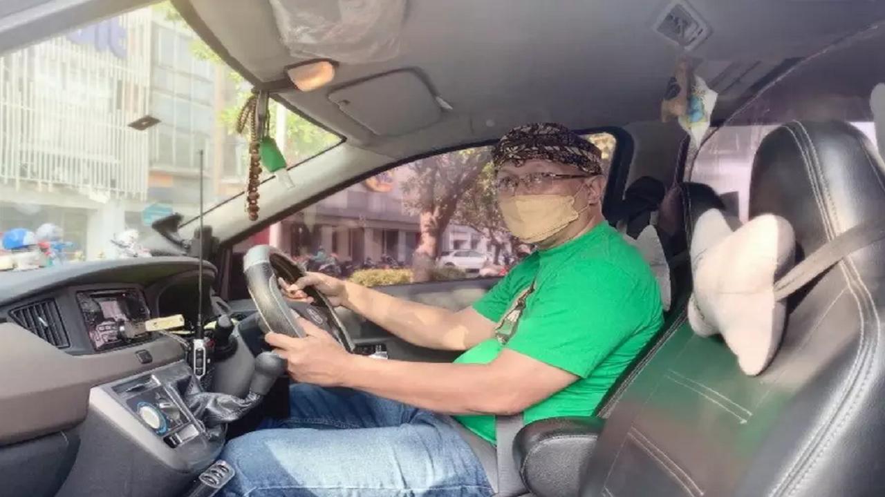 Kisah Nyata Driver Taksi Online, Dapat Penumpang Positif Covid-19 hingga Bantu Persalinan di Mobil