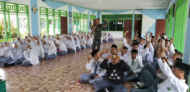 Sosialisasi Kartu Pintar Cakra, Aplikasi Kostrad Kepada SMA Al Falah di Timika