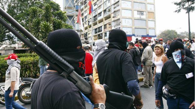 """Qué son los colectivos y cómo operan para """"defender la revolución"""""""