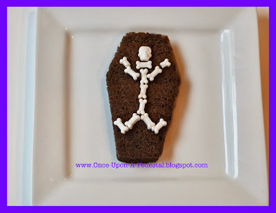 halloween-cake-suprise-inside-skeleton-coffin-free-tutorial-deborah-stauch