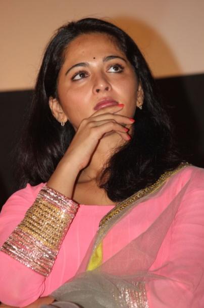 anushka  shetty in pink dress