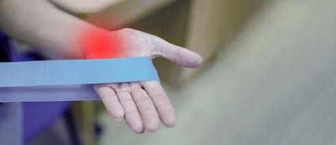 Ilustrasi sakit rematik di tangan.