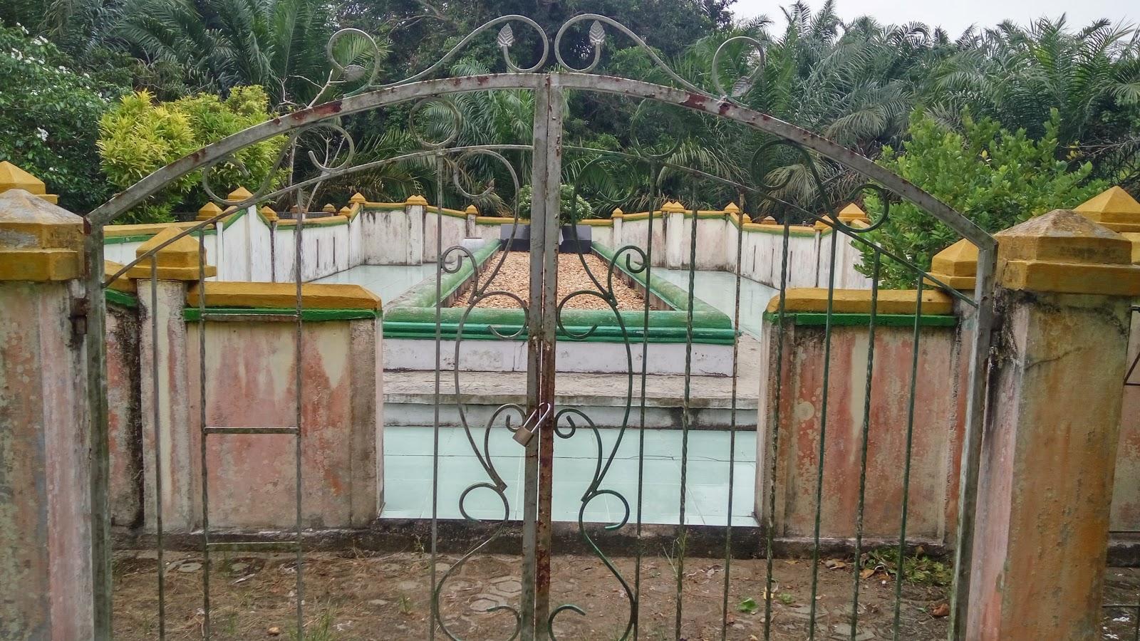 Komplek Cagar Budaya Pemakaman Raja Kota Lama
