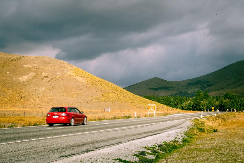 Dirigindo na Ilha do Sul da Nova Zelândia