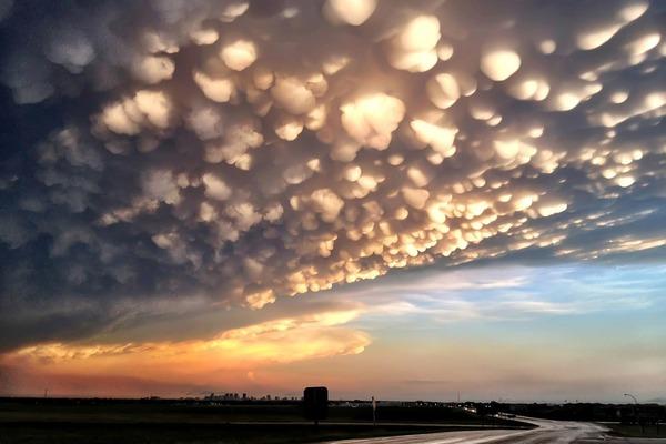 UFOのような雲?空と雲の驚異的な光景。5選【Nature】 乳房雲