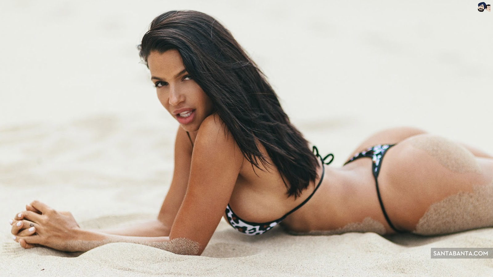 Vida Guerra at Beach Sexy Wallpaper