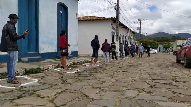 Covid-19: Prefeitura de Rio de Contas realiza demarcação para distanciamento nas filas de bancos