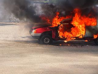 incendio vehículo garaje