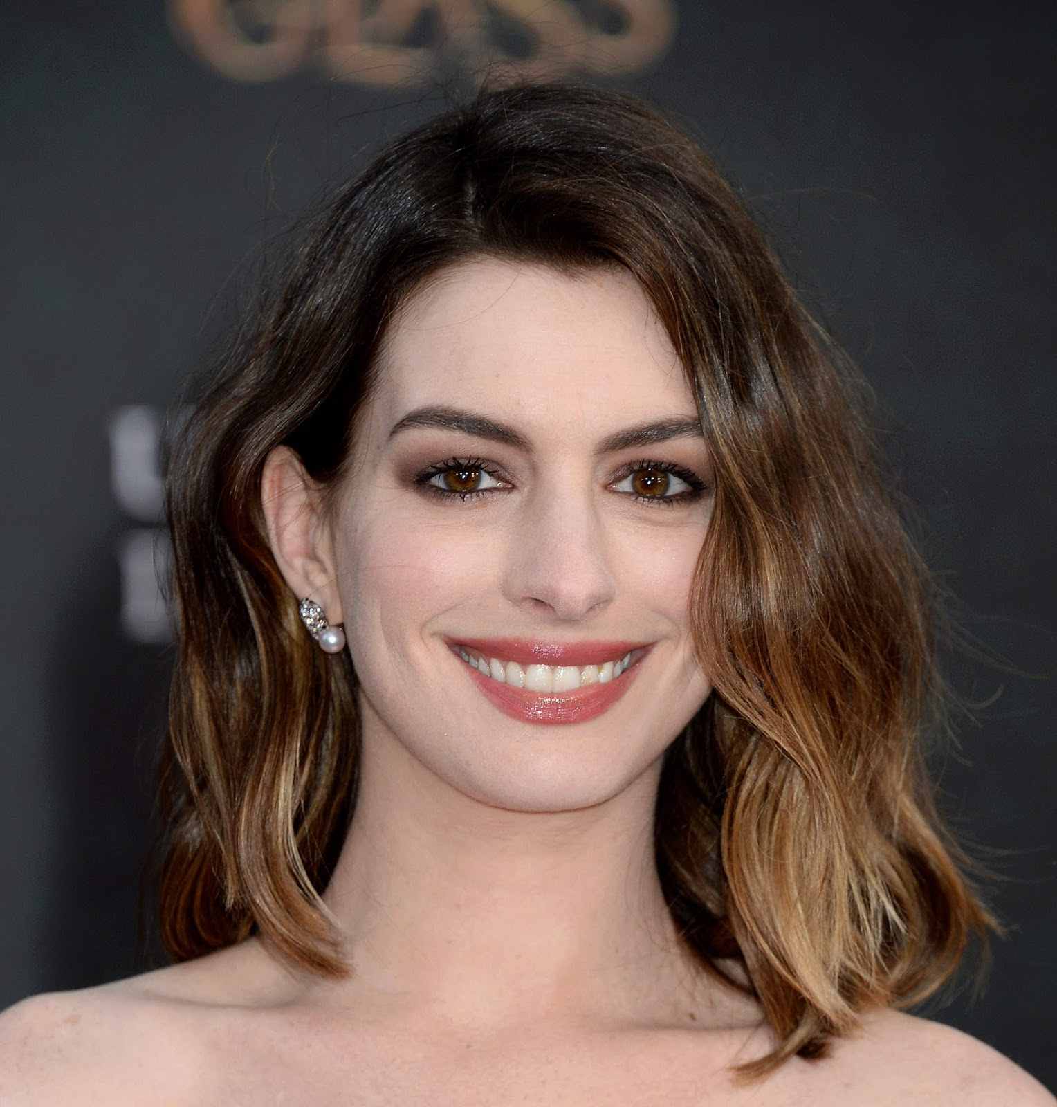 Anne Hathaway - Alice Through The Looking Glass Premiere ...