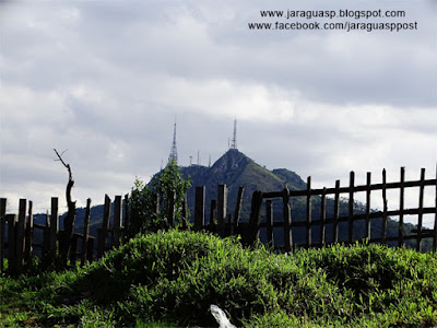 Os picos do Jaraguá e do Papagaio vistos a partir da Vila Aurora