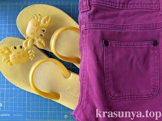 Домашние тапки из резиновых шлепок и джинсов