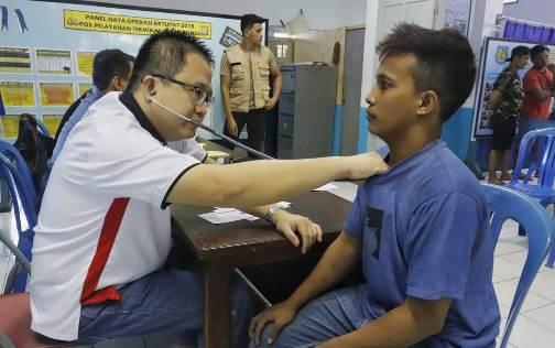 Belasan Sopir Di Terminal Bonea Benteng, Selayar Cek Kesehatan Dan Tes Narkoba