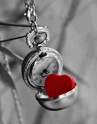 montre-gousset-noir-et-blanc-coeur-rose