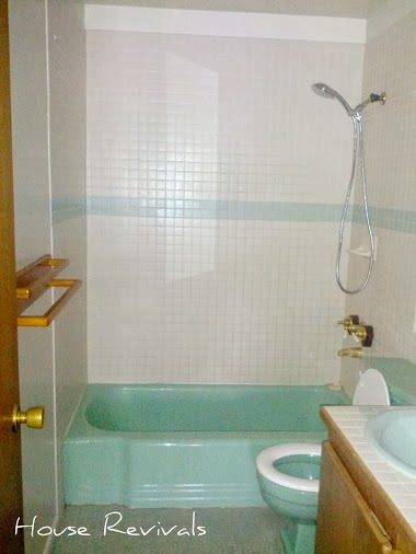 retro colored bathroom fixtures.  ideas about retro bathrooms,