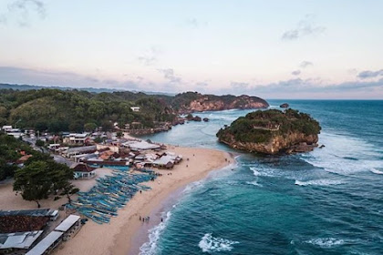 Pesona Sunset Pantai Drini, Salah Satu Pantai Unik Di Gunung Kidul Yogyakarta