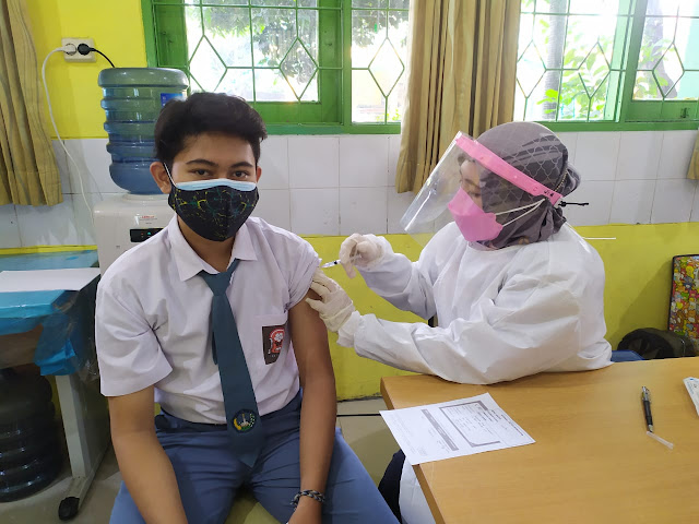 vaksinasi di SMAN 110