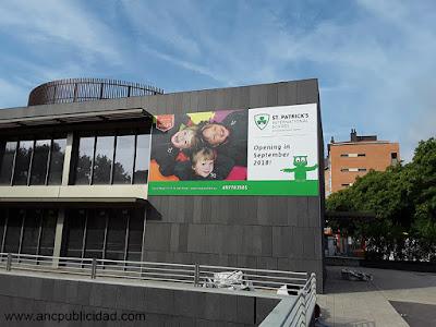 vinilo para fachada Barcelona