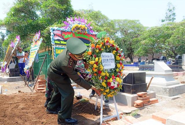 KodimKaranganyar - Dandim Pimpin Upacara Pemakaman Alm. Praka Tri Wahyudi