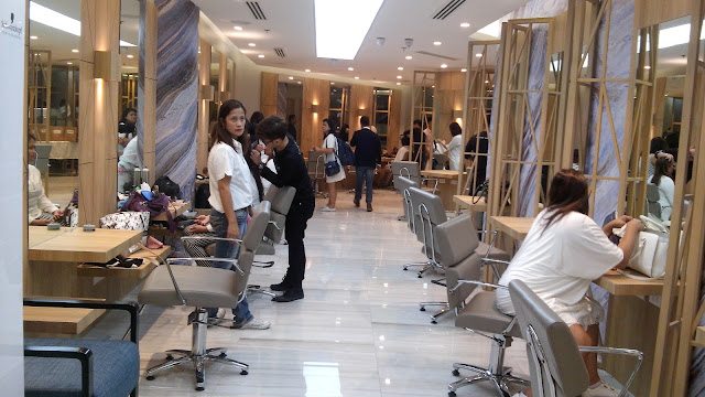 inside vivere salon