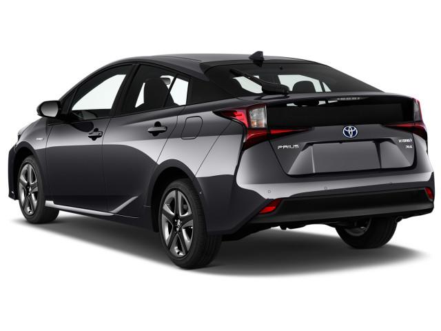 2022 Toyota Prius Review