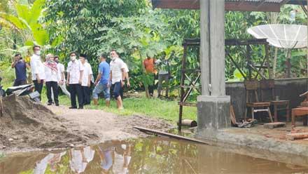 Wako Pariaman Tinjau Lokasi Banjir di Kelurahan Jalan Kereta Api