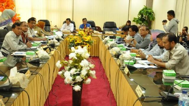 Puluhan Pekerja Subkontraktor PT Pupuk Kaltim Mengadu ke DPRD Bontang