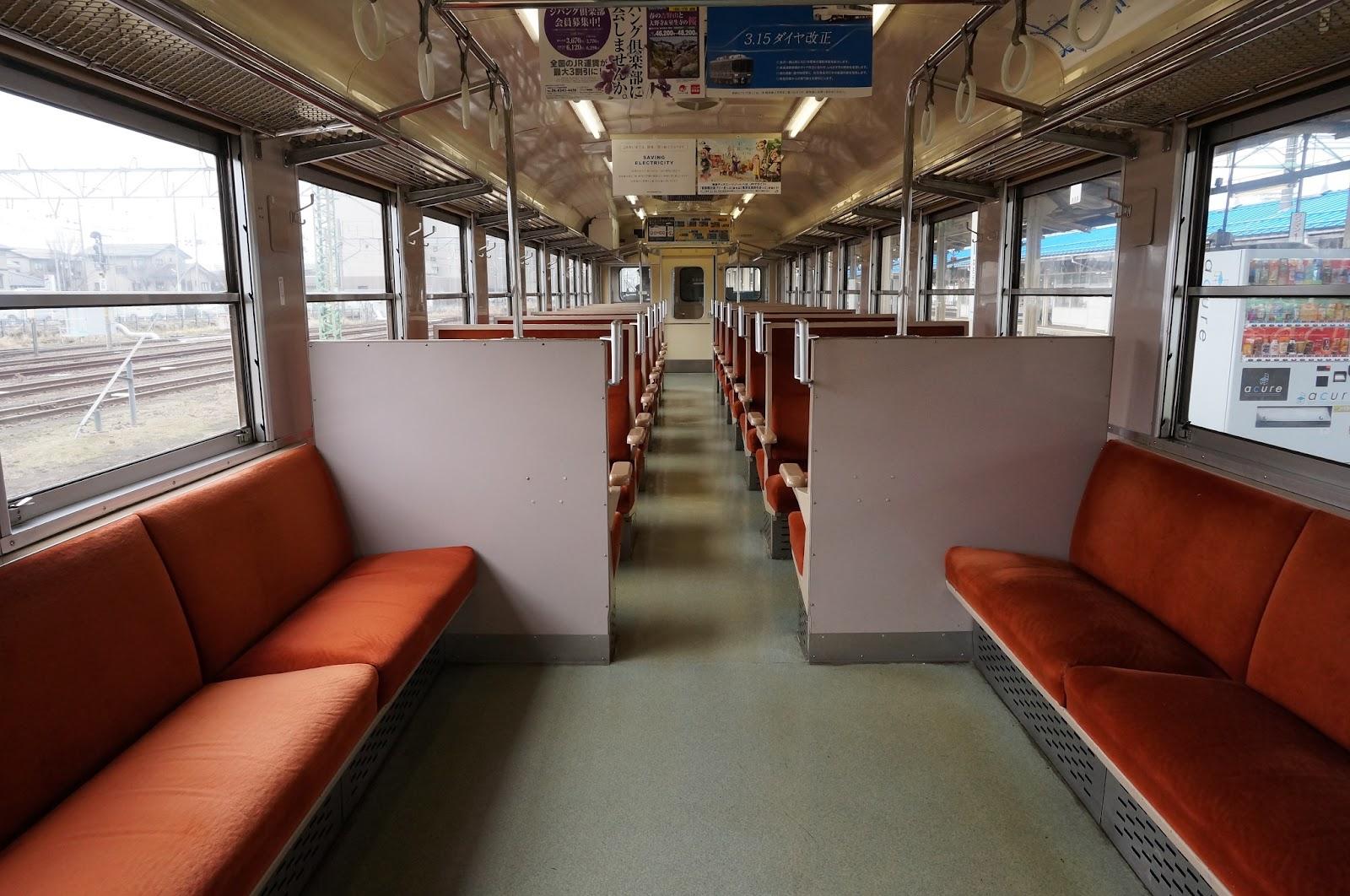 JR西日本475系車内