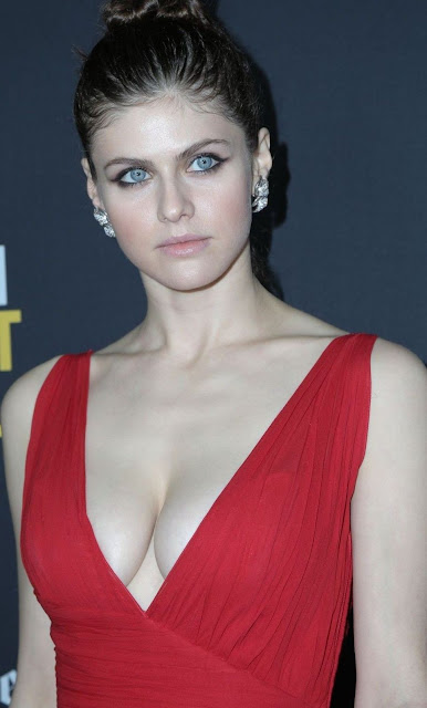Alexandra Daddario Hot Pics and Bio