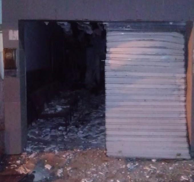 Bandidos explodem caixa eletrônico em agência bancária de Tacaimbó